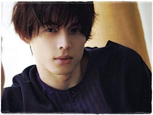 松村北斗の最新髪型パーマのオーダーとセット方法!過去の髪型も振り返り!